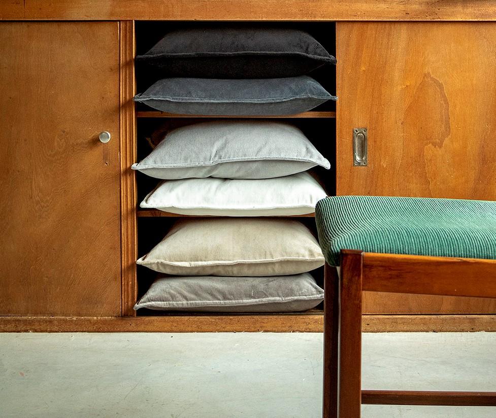 CAITH - Sierkussen velvet Charcoal Grey 50x50 cm