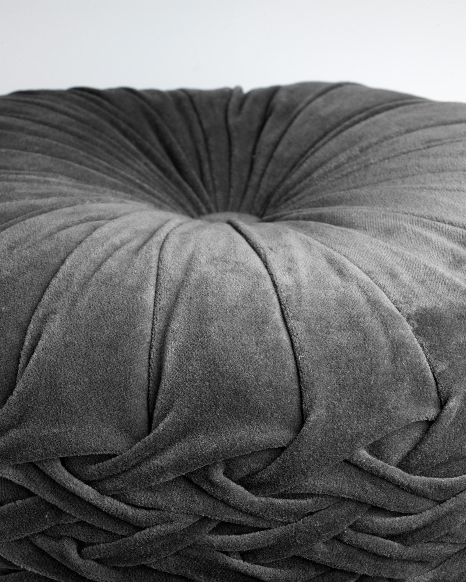 KAJA - Sierkussen rond velvet Charcoal Grey 40 cm