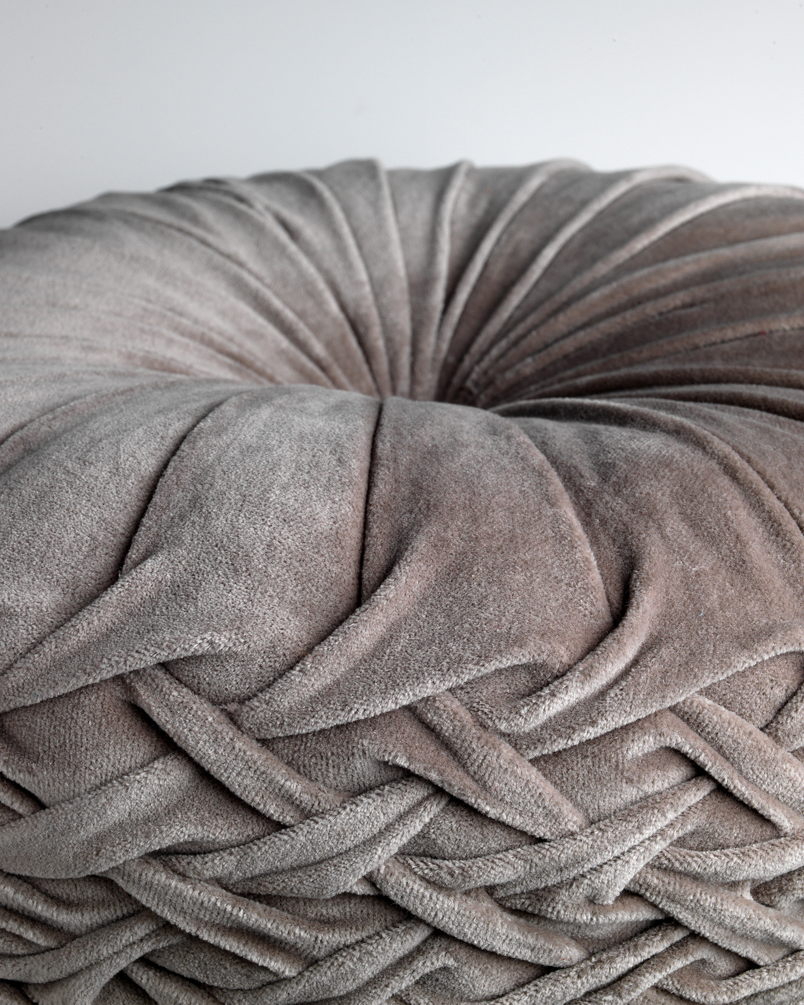 KAJA - Sierkussen rond velvet Driftwood 40 cm